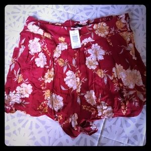 Torrid Women's Red Floral NWT Shorts Size 2